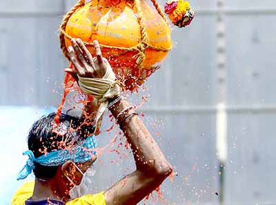 https://foodfactfun.com/wp-content/uploads/2017/08/Dahi-Handi.jpg